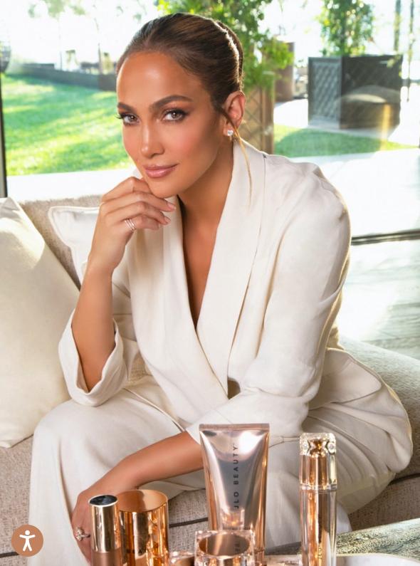 Jennifer Lopez lancia la sua prima linea di prodotti skincare