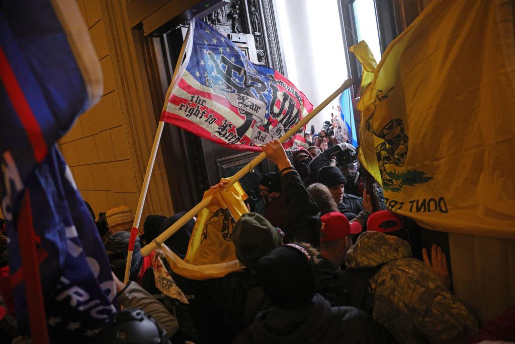 Gli estremisti pro Trup a Capitol Hill si spostano su Parler