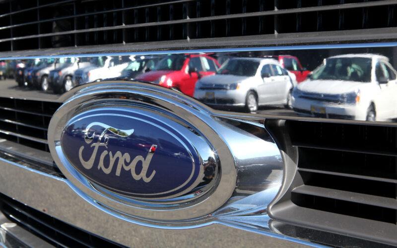 Ford produrrà solo auto elettriche in Europa dal 2030: un miliardo di dollari per trasformare lo stabilimento di Colonia