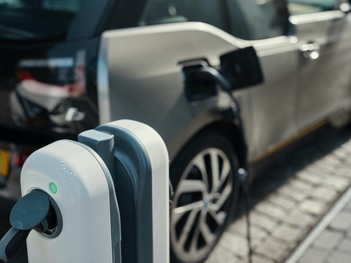 Bmw Italia e NewMotion per la ricarica domestica dei veicoli elettrificati